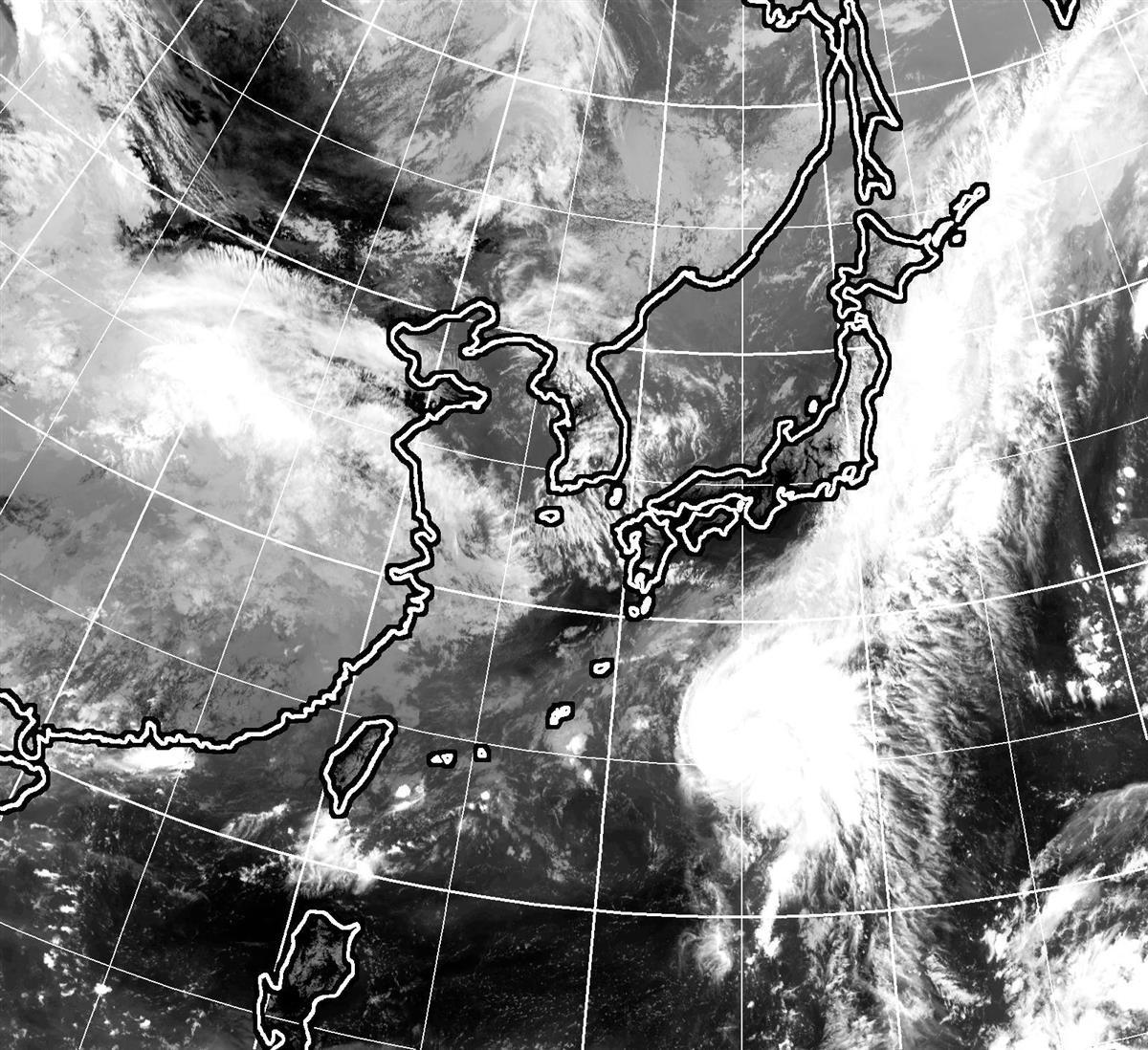 台風12号が発生 前線押し上げ大雨の恐れ