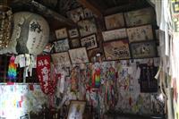 山形県東部に残る「死後婚」の風習 ムカサリ絵馬に込める思い