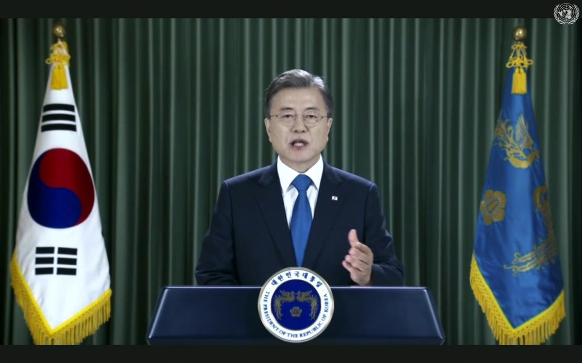 ビデオメッセージで北朝鮮や日本との防疫協力体を提案した韓国の文在寅大統領=9月22日、ニューヨークの国連本部(AP)