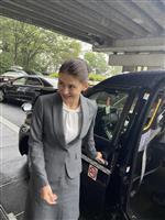 旧維新代表、松野氏次女の未佳さん、自民・二階幹事長と面会「いつか選挙に」