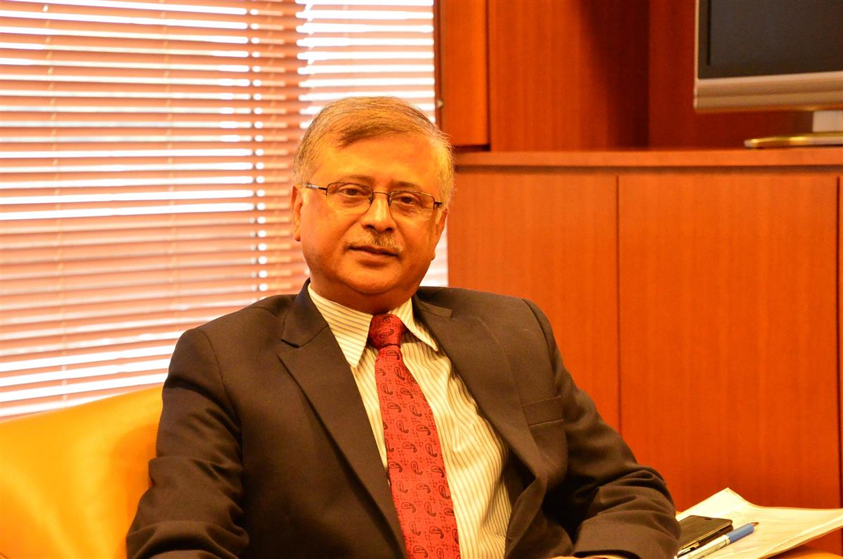 インタビューに応じるサンジェイ・バルマ駐日インド大使=24日、東京都千代田区の在日インド大使館(大内清撮影)