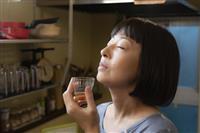 40代OL佳子のスローな日常描く 映画「甘いお酒でうがい」でみせた大九明子監督の新境地