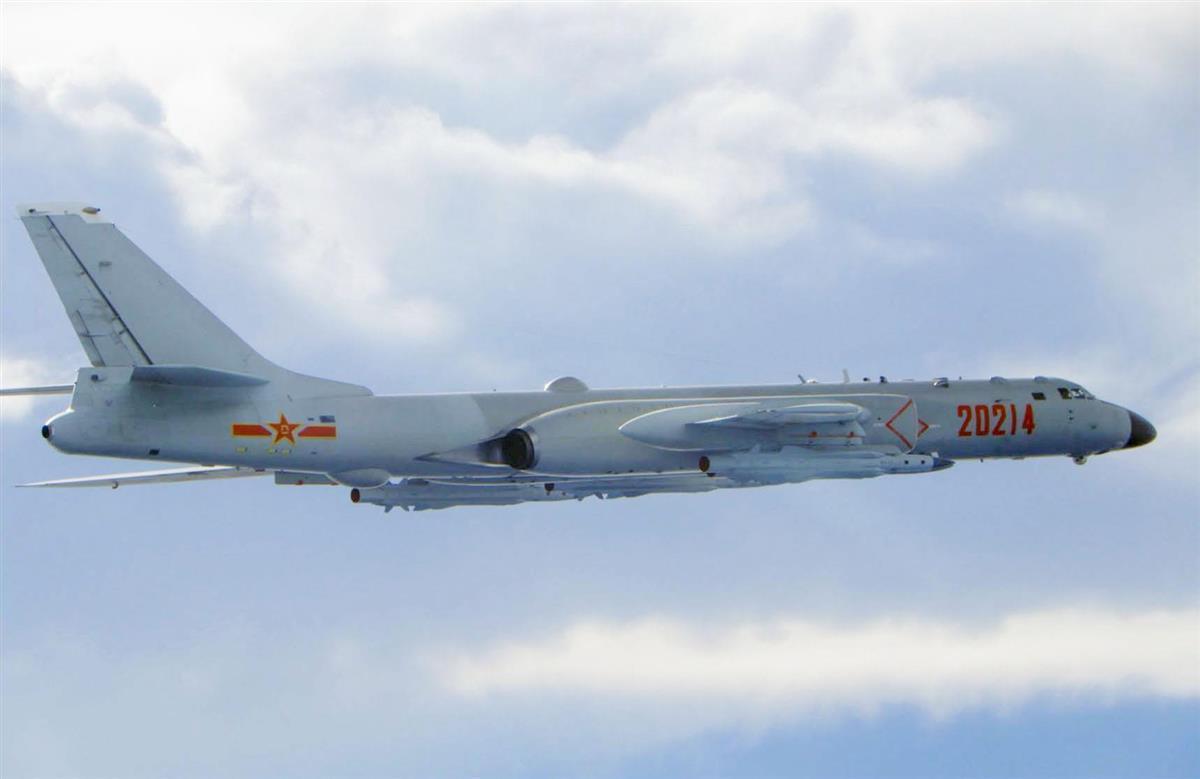 18日、台湾の防空識別圏に入った中国の軍用機(台湾国防部提供・共同)