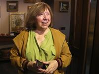ベラルーシのノーベル賞作家、国外に 反政権派