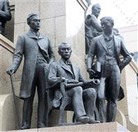 鹿児島中央駅「薩摩の群像」全員集合 英国使節団19人の内「県外」の2人追加