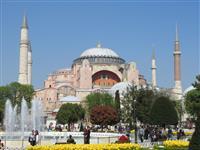 【動画あり】特派員発 世界遺産モスク化が生むトルコの孤立 遮られた聖母子像 分断を象徴…