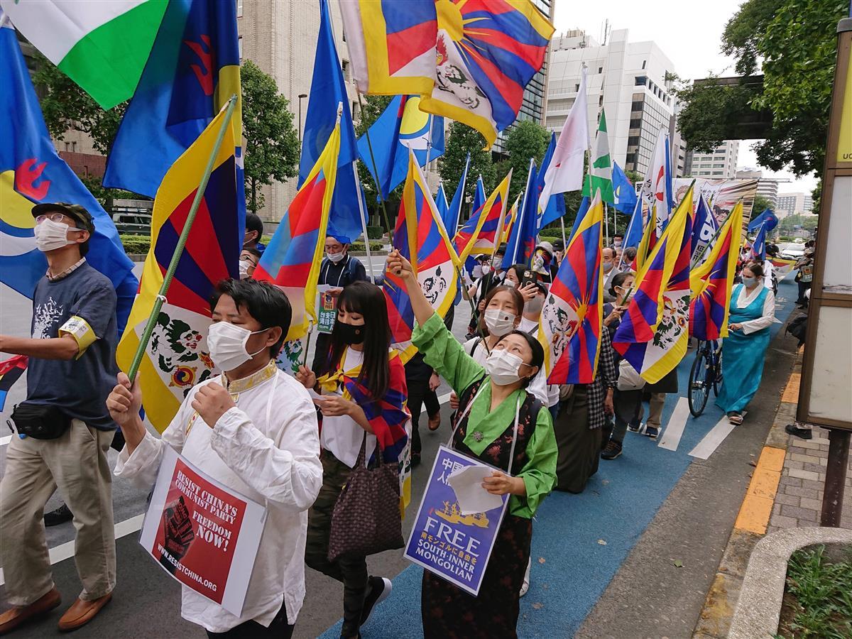 中国政府の少数民族迫害に抗議するデモ行進=3日午後、東京都千代田区(奥原慎平撮影)