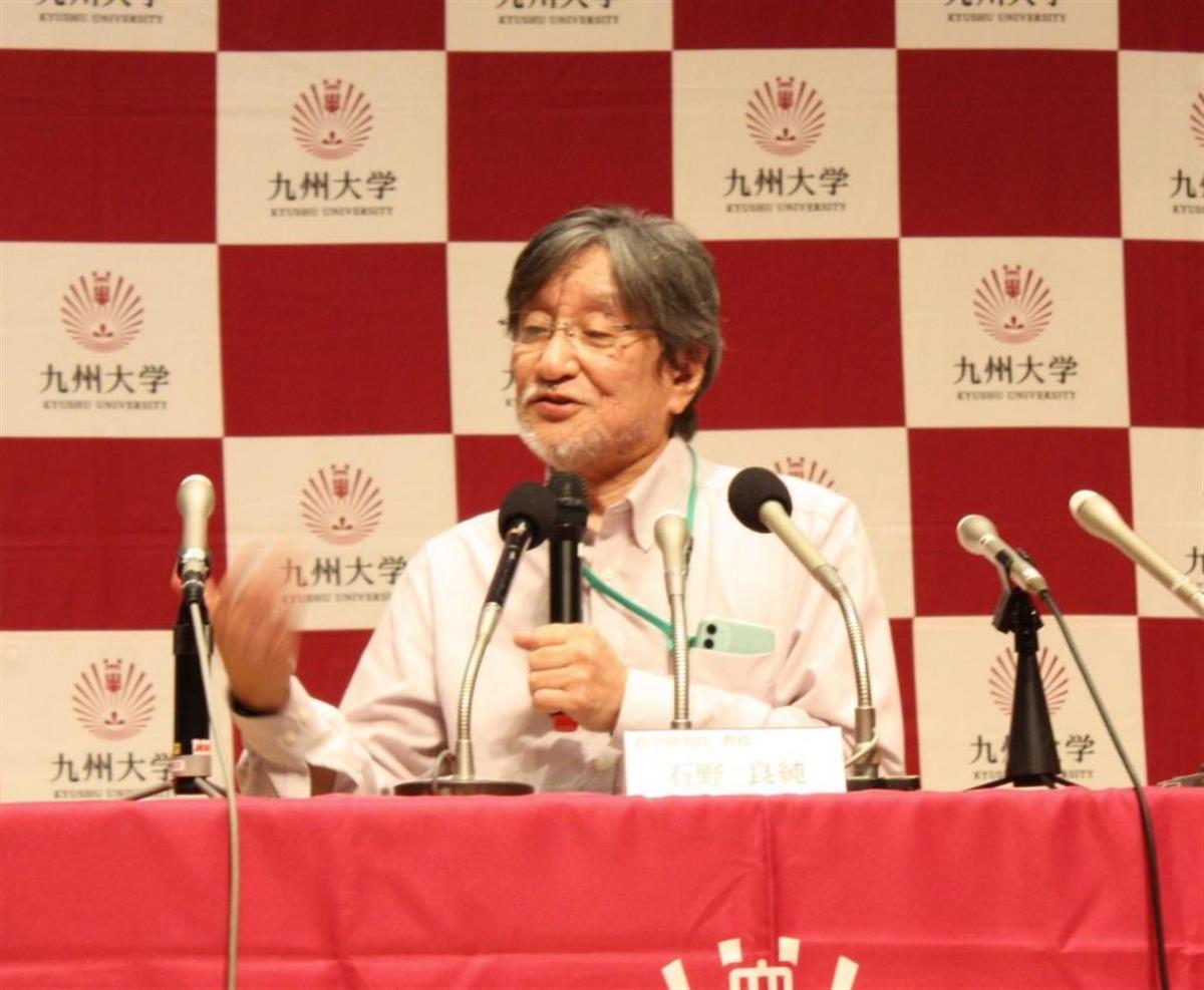 報道陣の取材に応じる九州大大学院農学研究院の石野良純教授=7日夜