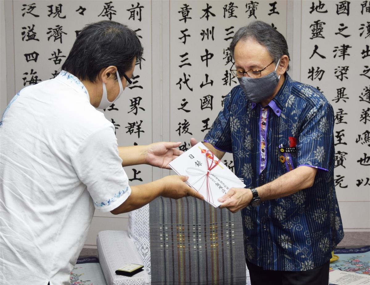 首里城再建へ寄付金 産経新聞読者から沖縄県へ