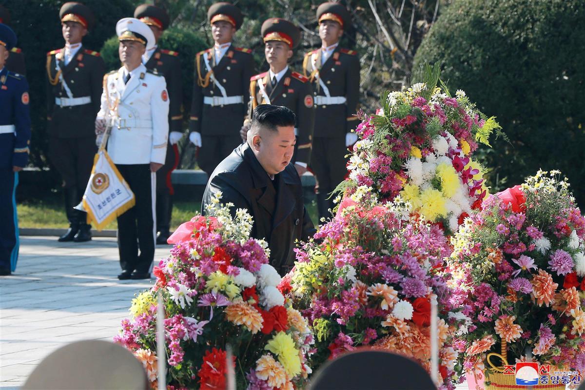 正恩氏が中国軍戦死者に献花、朝鮮戦争参戦70年