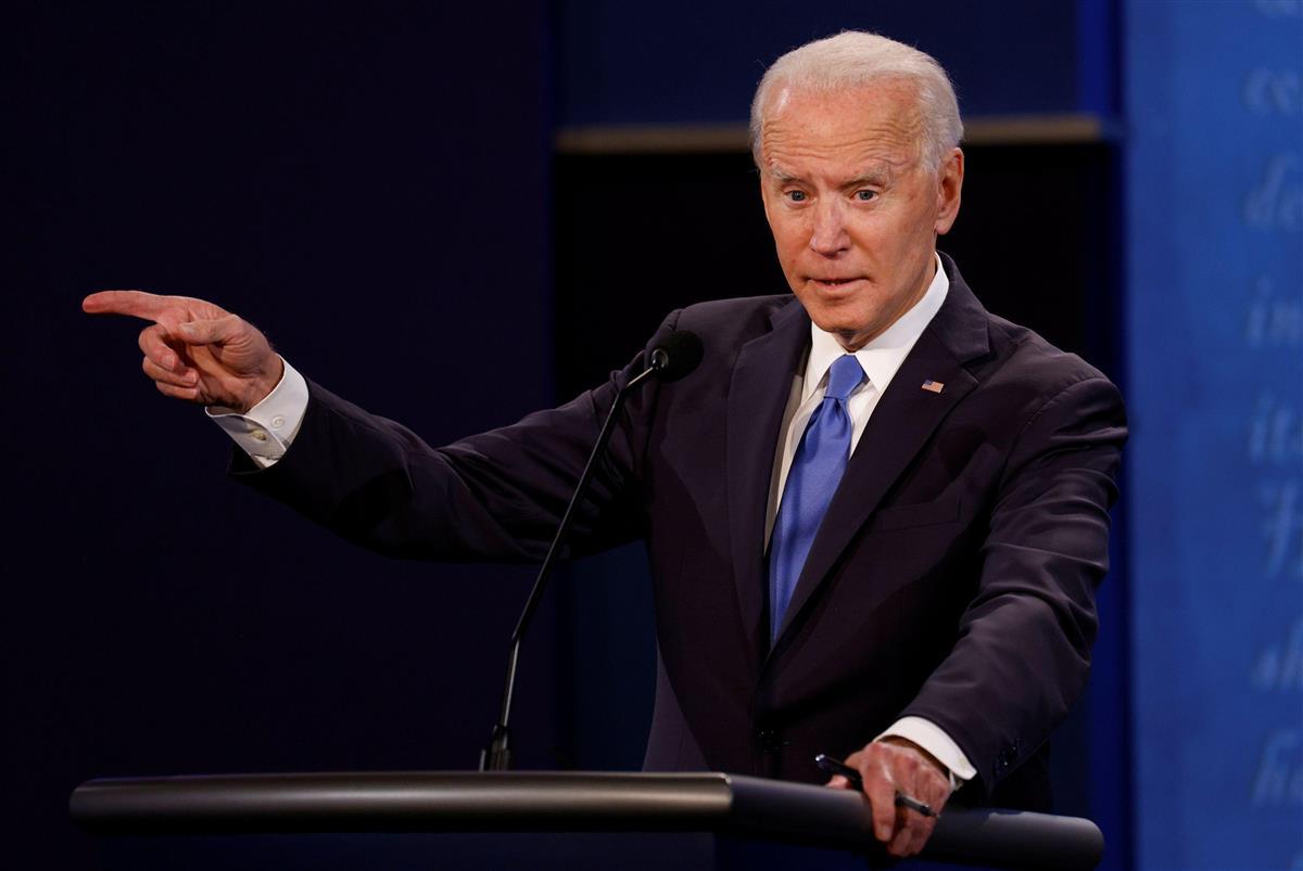 22日、米ナッシュビルでの討論会で話すバイデン前副大統領(ロイター=共同)
