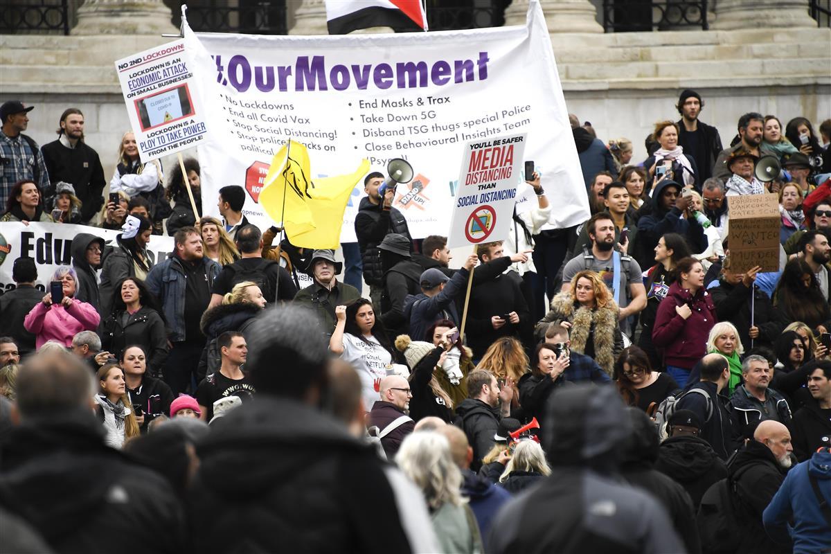 反コロナ規制デモ18人拘束 英首都、警察官に負傷者