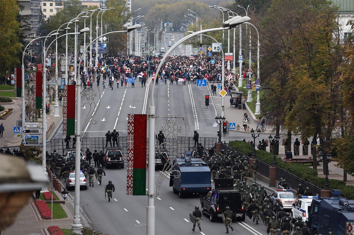 大統領退陣求め首都でデモ、ベラルーシ、最後通告期限