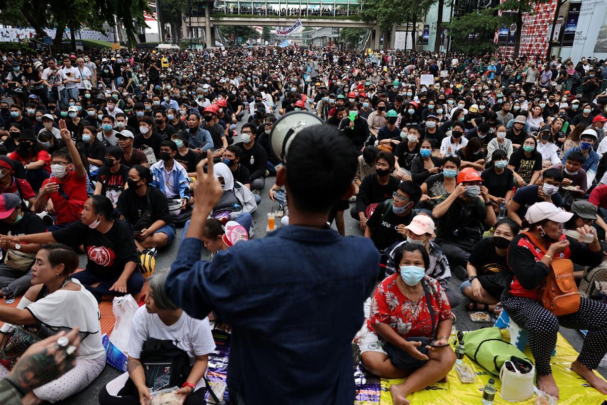 首相辞任拒否で再びデモ、タイ学生、さらに激化も