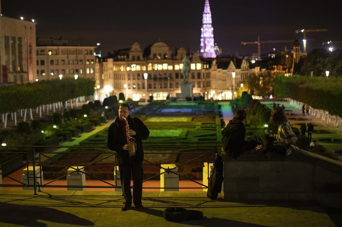 ベルギーとチェコで夜間外出禁止 独クリスマス市は中止