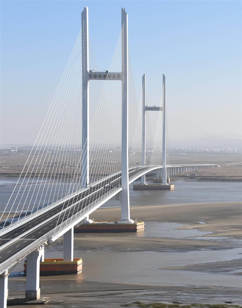 中朝国境の新大橋、北の接続道路ほぼ完成…貿易再開、コロナ沈静…
