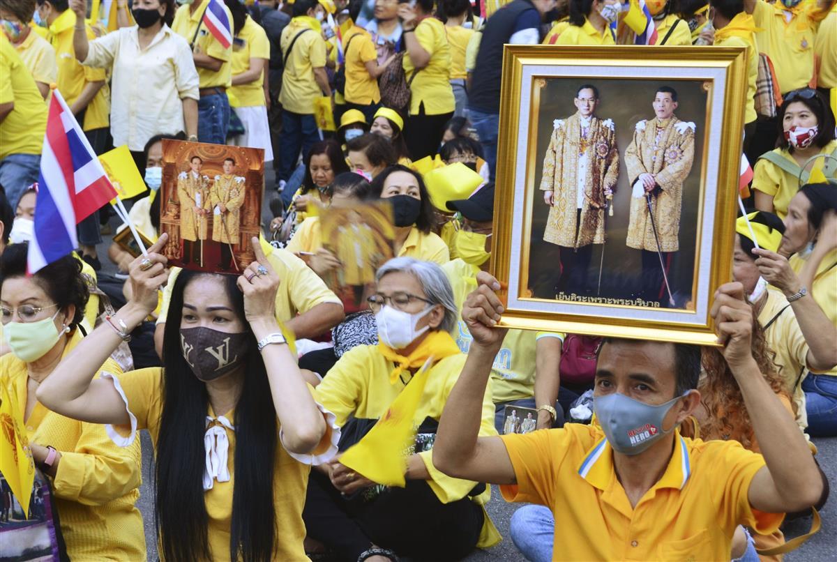 独外相「タイ国王の行動注視」 王室支持者も集会