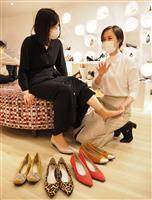 【近ごろ都に流行るもの】「アーチ・エイジング」 加齢対策の靴選び パンプスも履ける