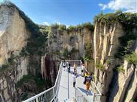千鳥・大悟の島の絶景「石切りの渓谷展望台」は絶叫必至
