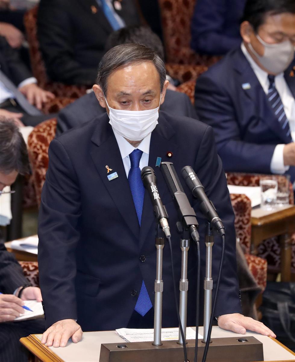 参院予算委員会で答弁する菅義偉首相=5日午前、国会・参院第1委員会室(春名中撮影)