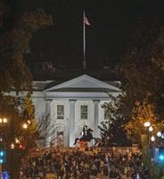 バイデン支持者、法廷闘争に不安 トランプ支持者は選管に抗議