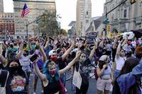 フィラデルフィア 歓喜にわくバイデン支持者、トランプ氏支持者は「受け入れない」