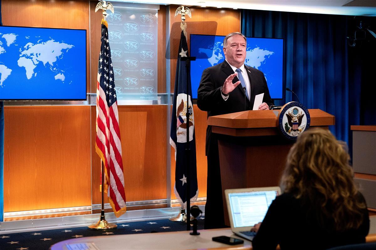 記者会見に臨むポンペオ米国務長官=10日、ワシントンの国務省(ロイター)