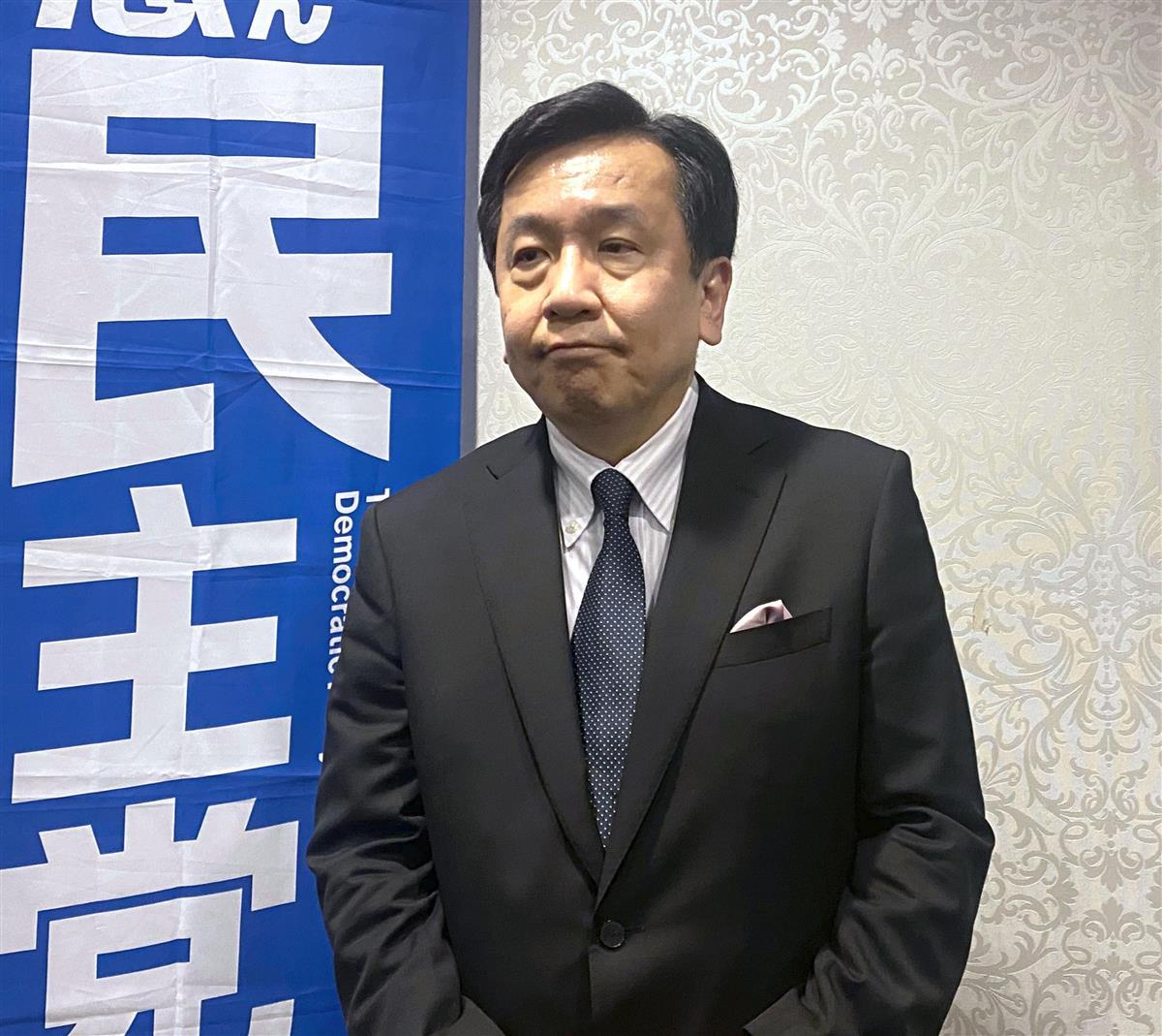 記者団の取材に応じる立憲民主党の枝野幸男代表=14日午後、仙台市