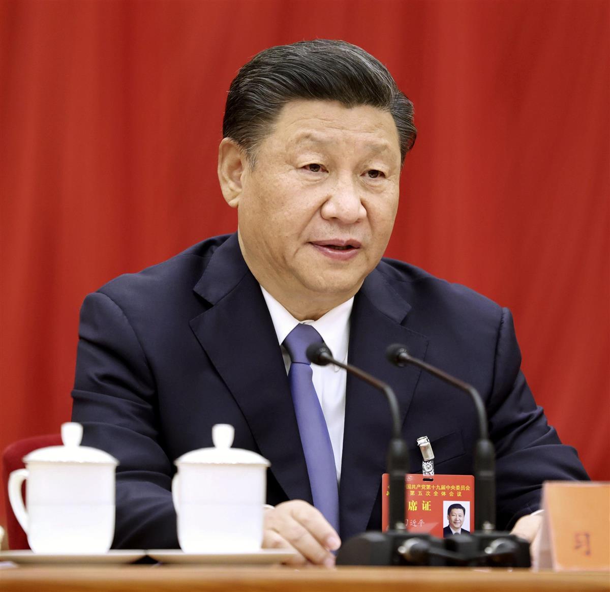 """中国共産党の5中総会で演説する習近平党総書記。中国による""""海外メディア懐柔戦略""""は激しさを増している=北京(新華社=共同)"""