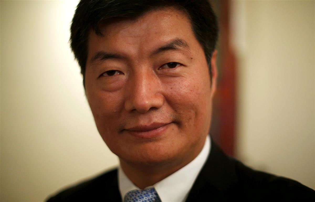 チベット亡命政府のロブサン・センゲ首相=2016年12月、インド・ニューデリー(ロイター)