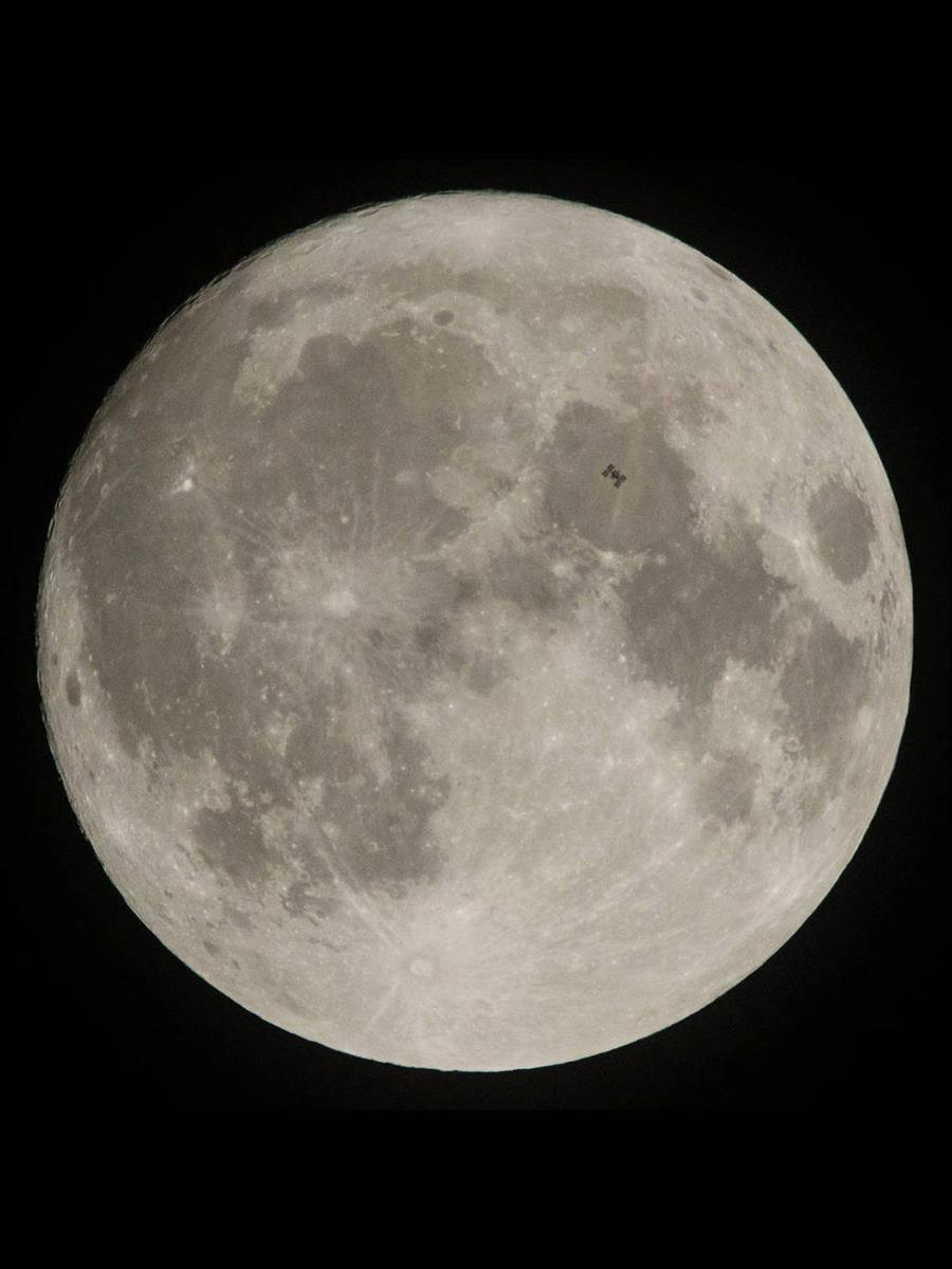 PHOTOGRAPH BY JOEL KOWSKY/NASA