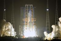 中国の探査機が月面軟着陸に成功 土壌サンプル回収へ
