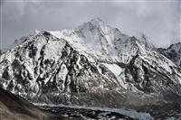エベレスト標高、ほぼ変わらず 中国とネパールの再測量で「8848・86メートル」
