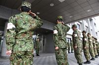 【動画】大阪に派遣の自衛隊看護官ら7人、伊丹駐屯地で出発式