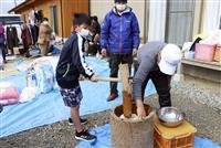 復興願い餅つき、住民笑顔 熊本、豪雨被災の仮設団地