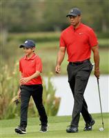 ウッズ親子は7位 ゴルフの米エキシビション大会