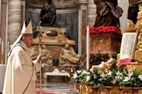 ローマ教皇「勇気持とう」 クリスマスイブのミサ