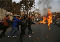 ネパール政界混乱 共産党内紛で中国調停、インドも注視