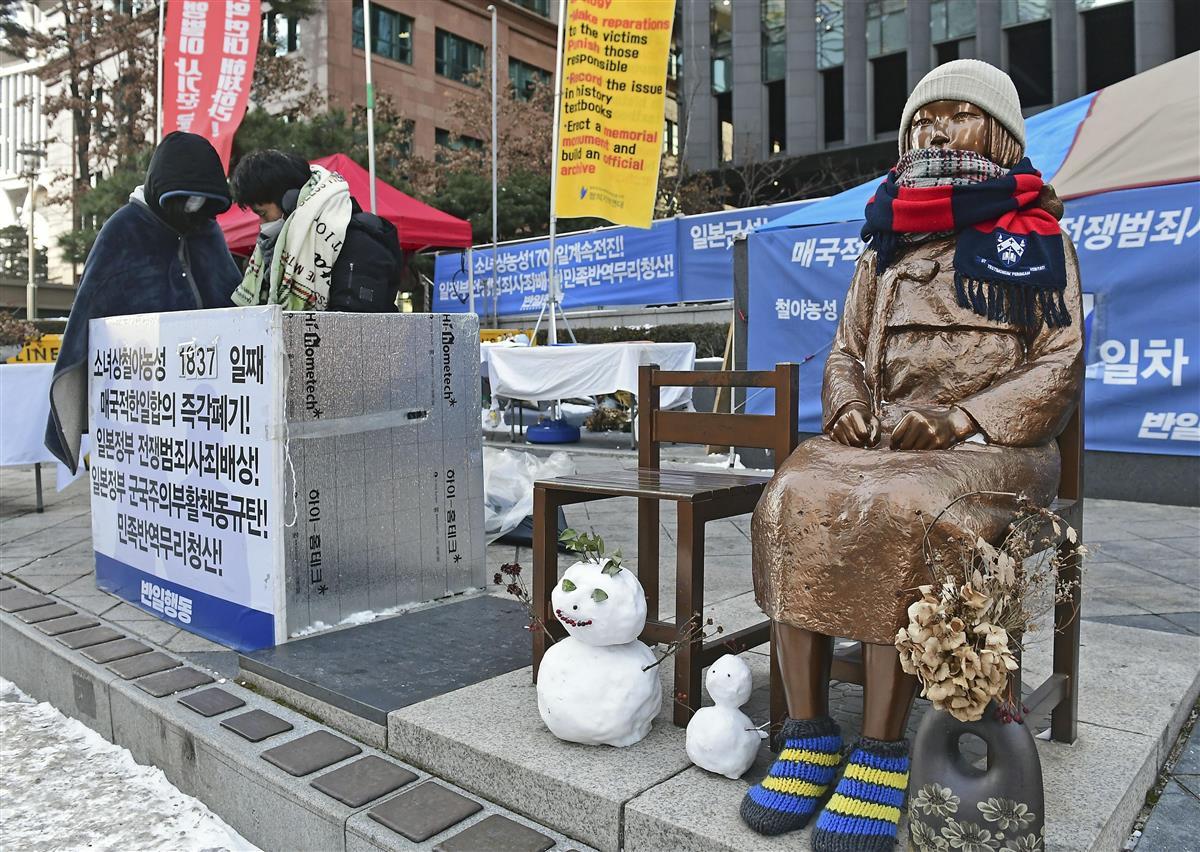 ソウルの日本大使館前に設置された少女像=8日(共同)