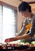 【ちいさなしあわせ おうちで楽しむ】(上)こじんまりと、にぎやかに豆皿が並ぶ「新しい食…