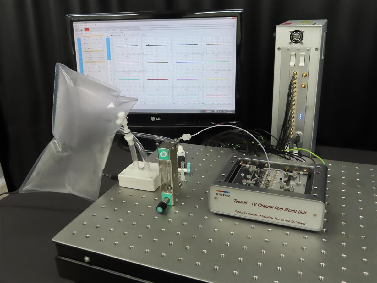 蚊の嗅覚受容体を用いて、呼気のにおいを計測する機器(東京大、神奈川県立産業技術総合研究所提供)