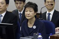 朴槿恵被告の審理に幕も批判は文政権へ…赦免めぐり世論二分