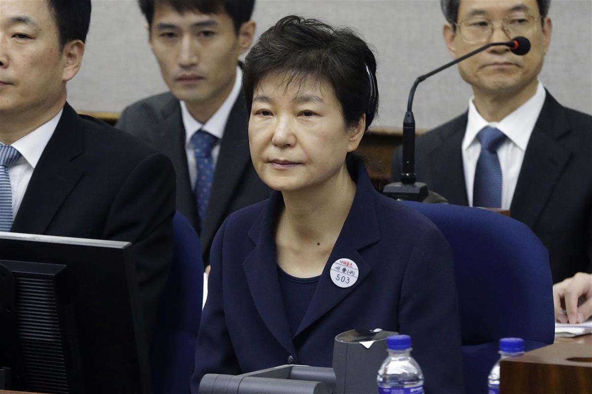 ソウル中央地裁で審理を受ける朴槿恵前大統領=2017年5月(AP)