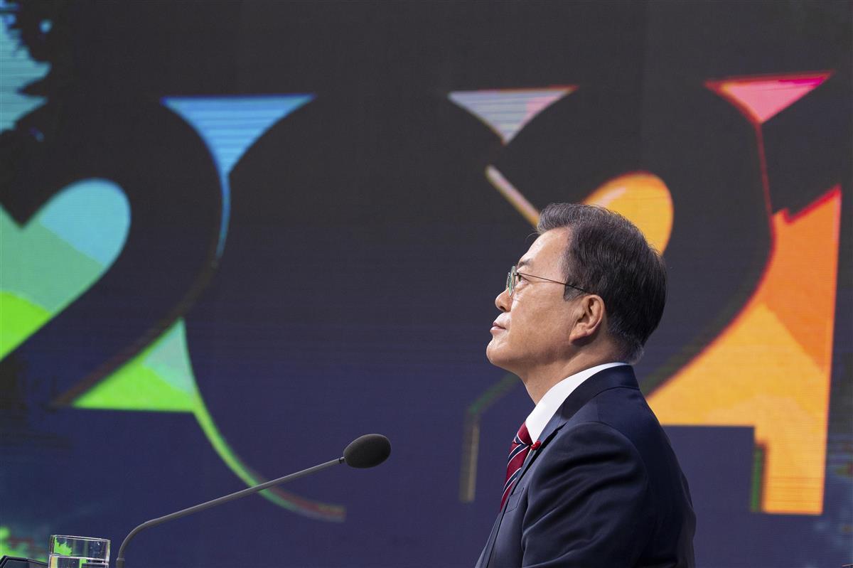 年頭記者会見する韓国の文在寅大統領(AP)