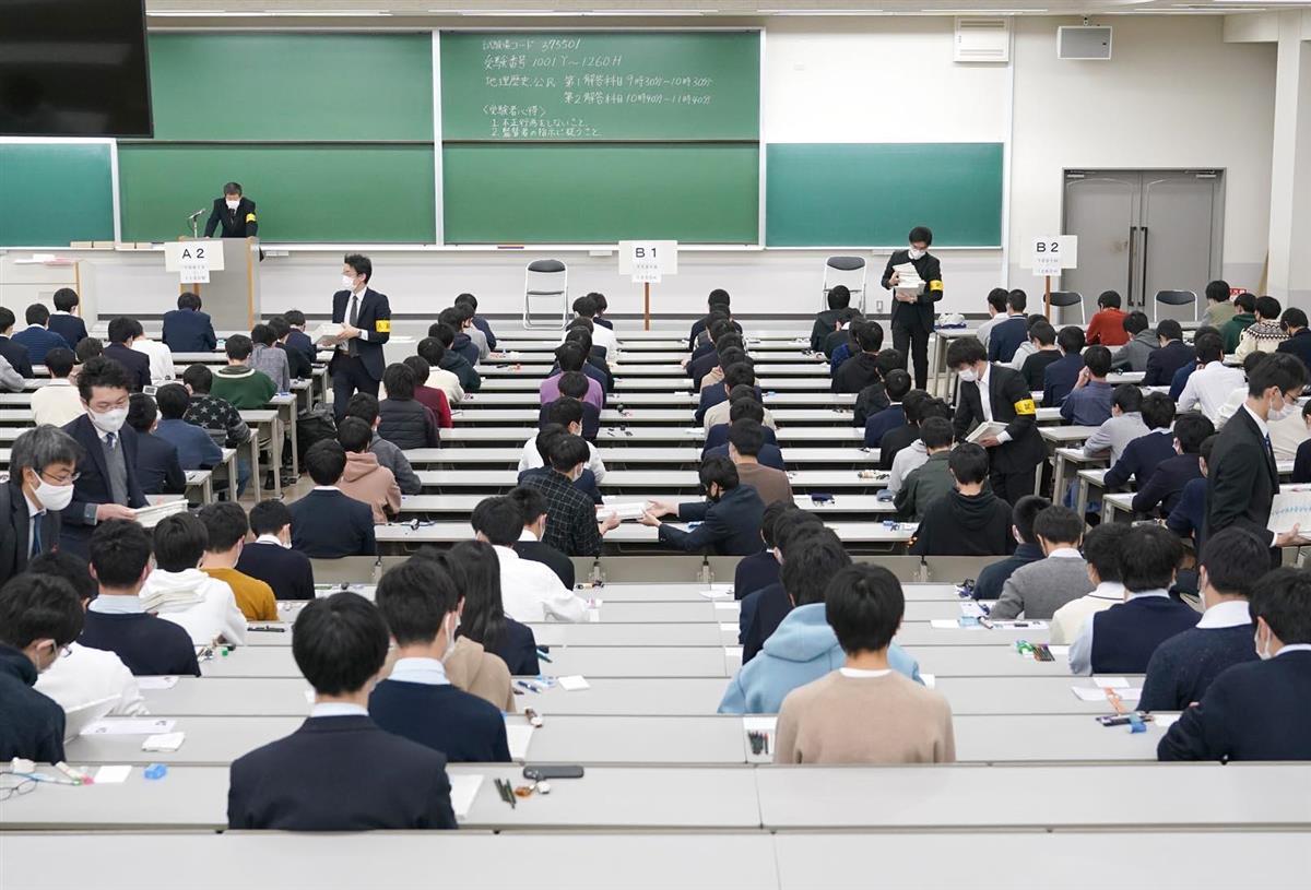 大学入学共通テストの開始を待つ受験生=16日、兵庫県西宮市の関西学院大学(沢野貴信撮影)