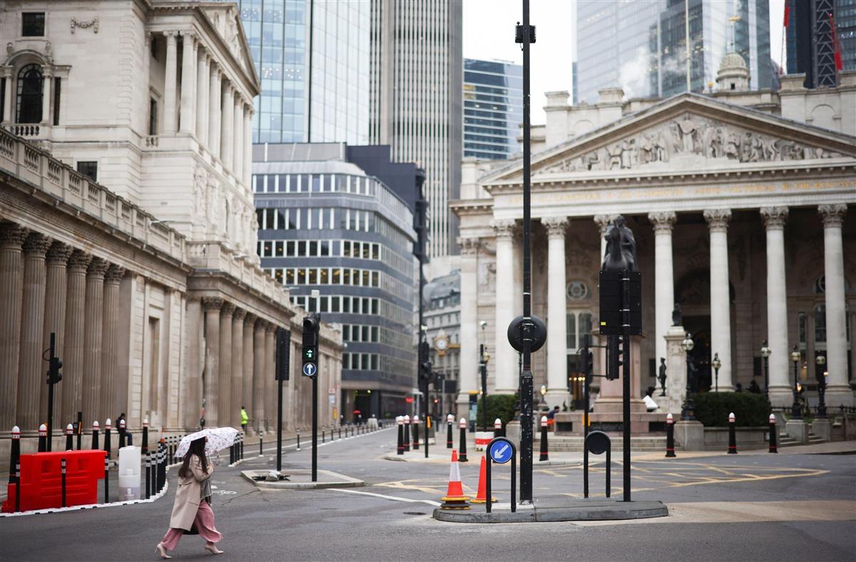 5日、ロックダウンが行われている英ロンドン中心部(ロイター)