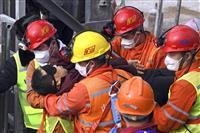 閉じ込められた11人を2週間ぶり救出 中国の鉱山爆発事故