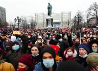 高まる反プーチン機運 露抗議デモで3500人超拘束