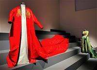 「熱さ」を分かち合うデザイン 石岡瑛子の大回顧展