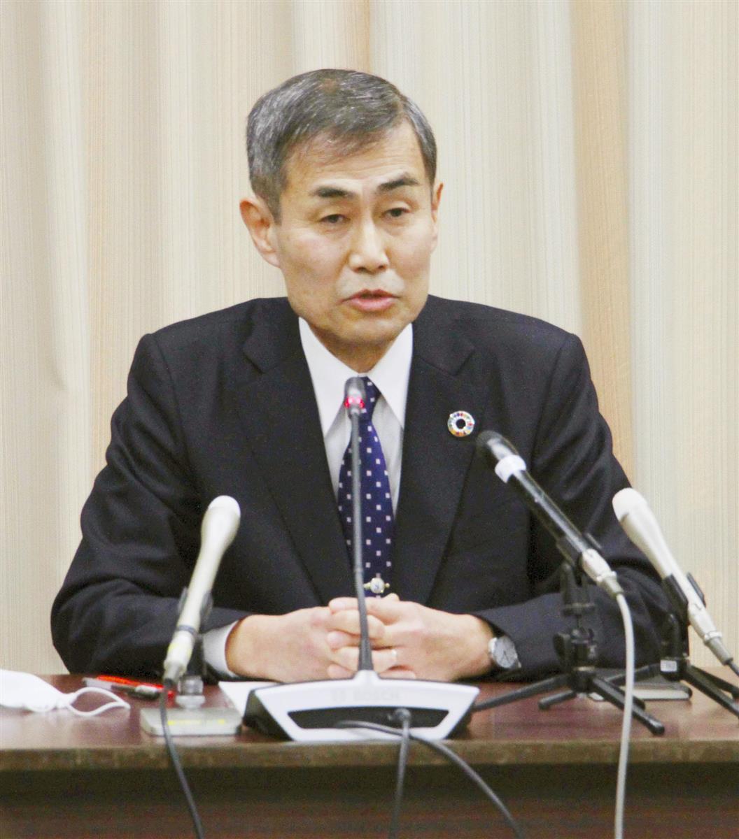 浜松医科大との統合計画の延期について説明する静岡大の石井潔学長=29日午前、静岡市の同大